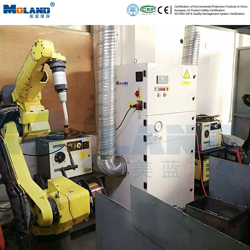 Dust removal in robot workstation